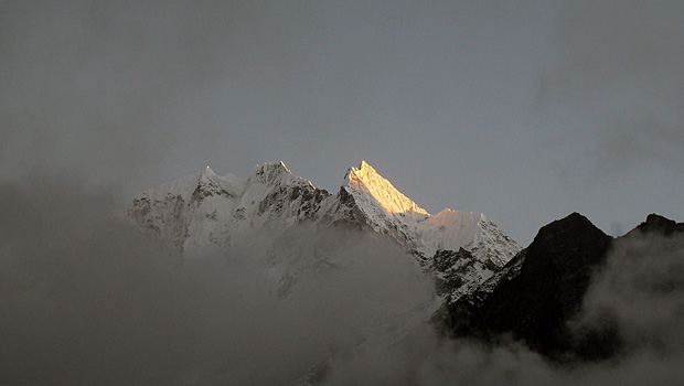 Thamserku Mountain Everest Base Camp trek